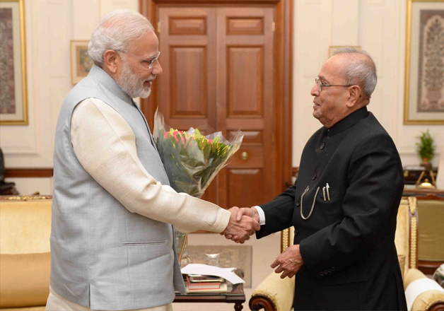 PM Modi meets President Mukherjee as demonetisation chaos