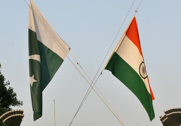 Pakistan and Indian personnel during flag lowering ceremony