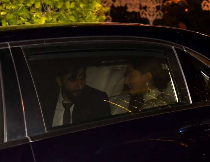 India Tv - Ranveer and Deepika in car
