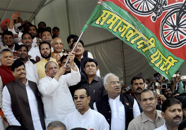 Mulayam Singh Yadav flags off Samajwadi Vikas Rath Yatra of