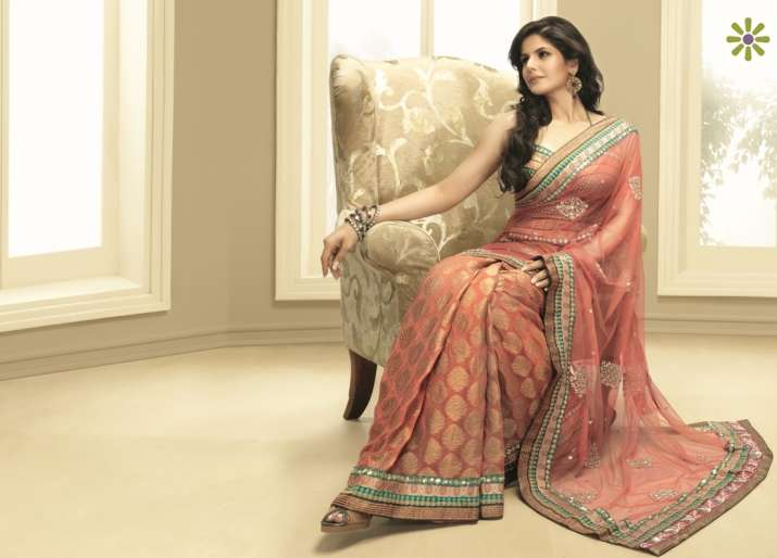 5 tips to wear your favourite sari yet stay warm in winters