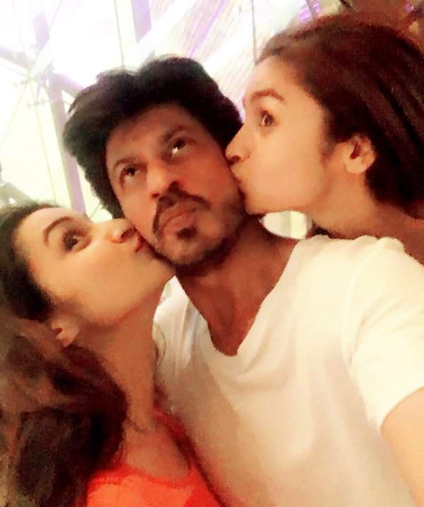 India Tv - Shah Rukh Khan with actresses Parineeti and Alia