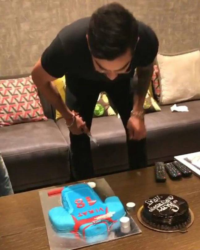 India Tv - Watch: Virat Kohli's 28th birthday celebrations with teammates