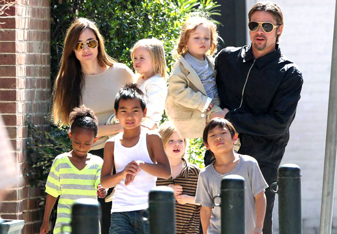 Angelina on house hunt, wants kids to stay close to father