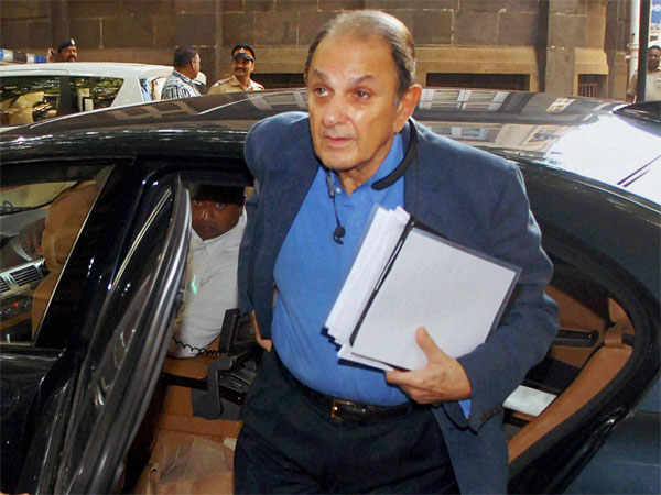After Tata Steel, Nusli Wadia voted out from Tata Motors