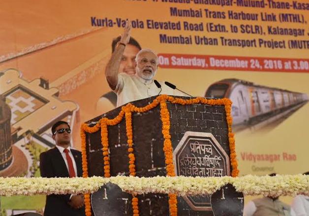 PM Modi addressing a rally at Mumbai's Bandra Kurla Complex