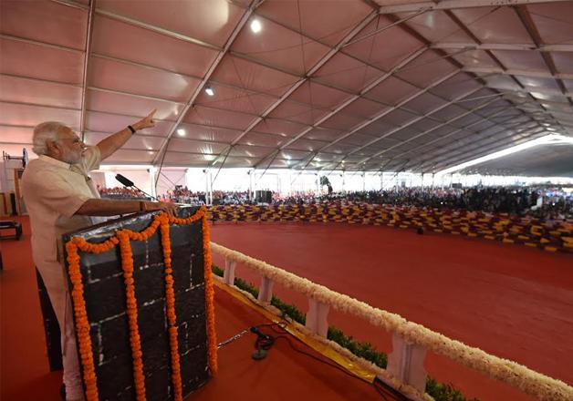 India Tv - PM Modi addressing a rally at Mumbai's Bandra Kurla Complex