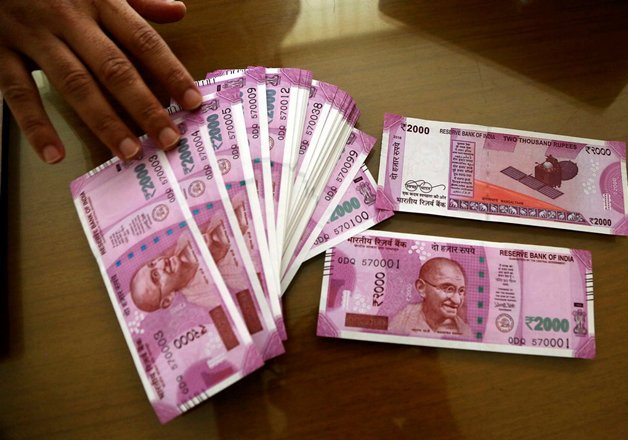 New Rs 2,000 notes on display