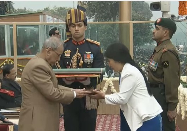 President Mukherjee awards Ashok Chakra to Havildar Hangpan