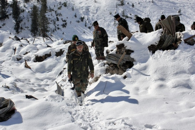 Five soldiers rescued from avalanche in J&K's Kupwara