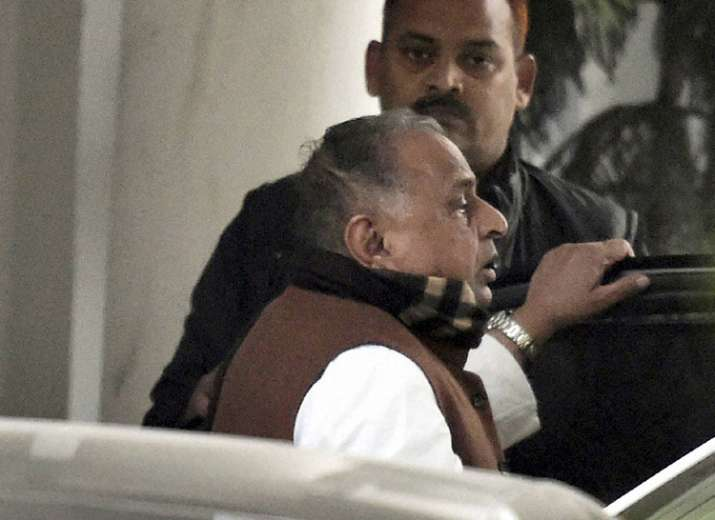 Mulayam Singh Yadav sat on national president's chair at SP