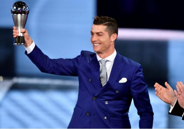 Cristiano Ronaldo wins FIFA's player of the year award