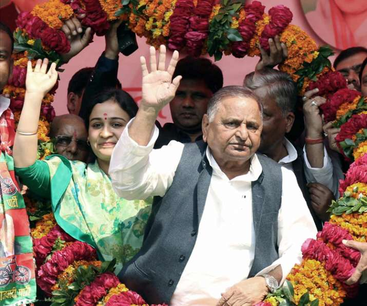 India Tv - Mulayam Singh Yadav with his daughter-in-law and SP candidate Aparna Yadav