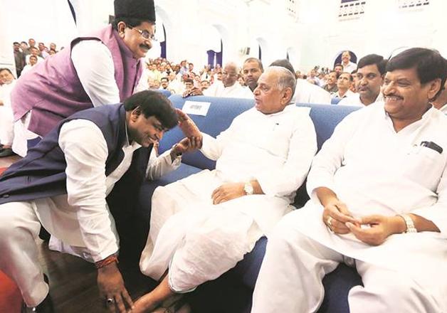 File pic - Gayatri Prajapati seeks MSY's blessings