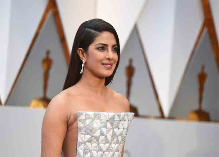 India Tv - Video: Priyanka's funny moments with Jennifer Aniston at Oscars 2017 backstage