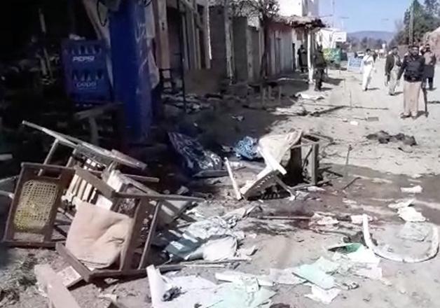 Twin blasts outside court rock Pakistan's Charsadda,