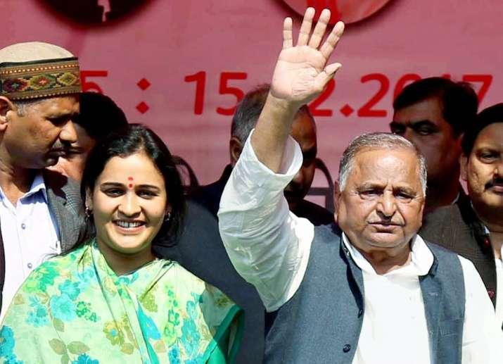 Mulayam Singh Yadav with bahu Aparna Yadav at rally in