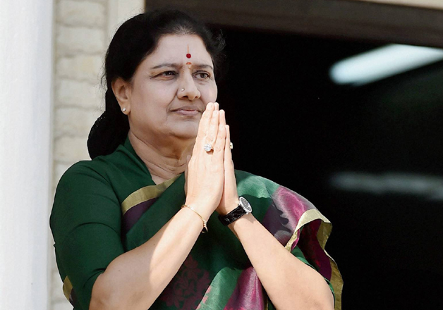 Sasikala after attending AIADMK MLA's meeting in Chennai on