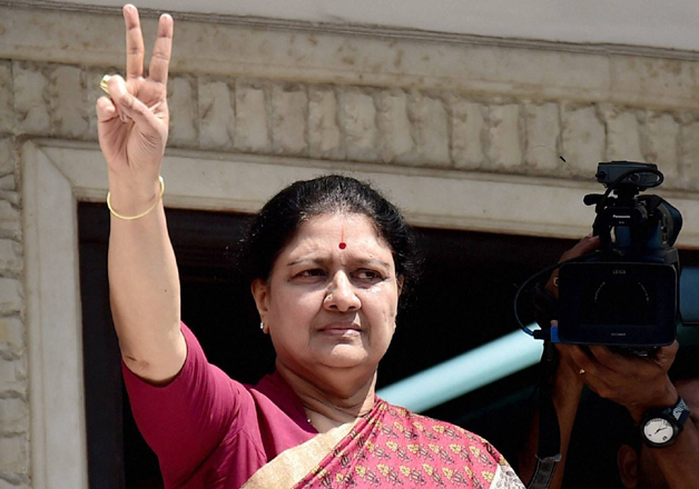 Sasikala flashes victory sign after attending AIADMK MLAs'