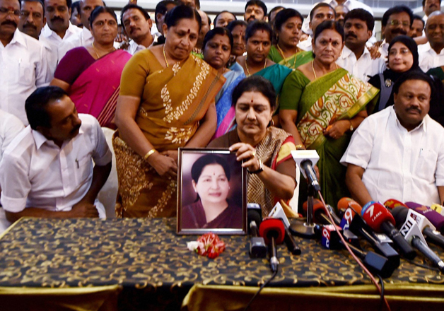 Sasikala along with party's MLAs supporting her