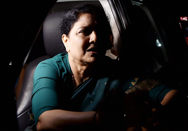 Sasikala reinducts two sacked relatives into AIADMK