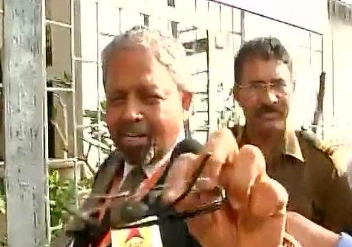 Air India staffer humiliated by Shiv Sena MP Ravindra