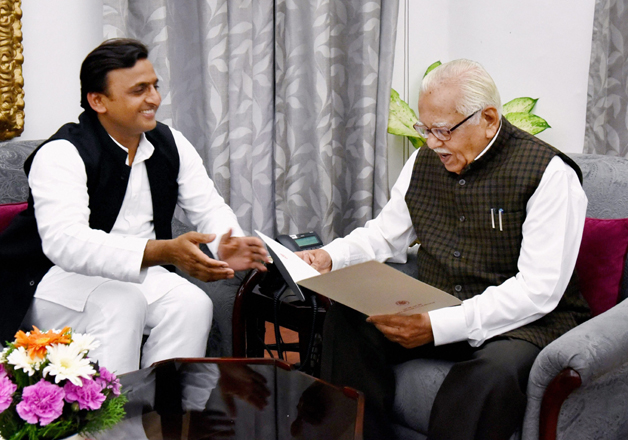 Akhilesh Yadav submits resignation to Governor Ram Naik