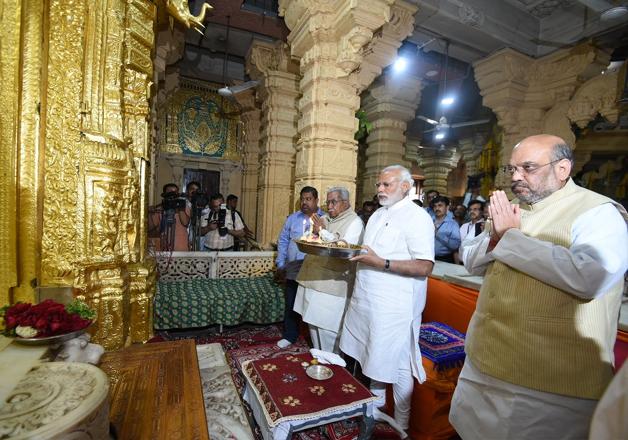 PM Modi, Amit Shah offer prayers at Somnath Temple