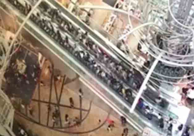 Escalator of Hong Kong shopping centre changes direction