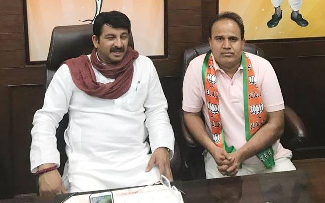 Days before MCD polls, AAP MLA Ved Prakash jumps ship to