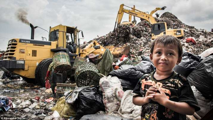 India Tv - people living in garbage dump