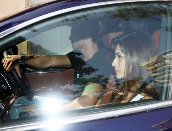 India Tv - Sushant takes his rumoured lover Kriti out on a romantic drive
