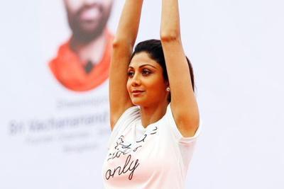 Shilpa Shetty becomes 'Yoga Guru' at an event in J