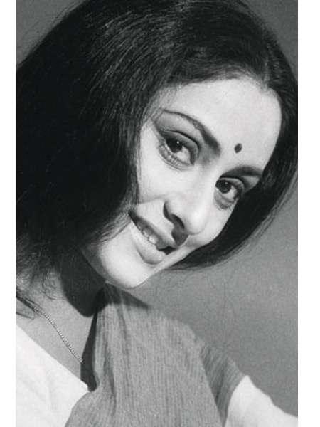India Tv - Abhishek wishes mom, Jaya Bachchan with a throwback pic.