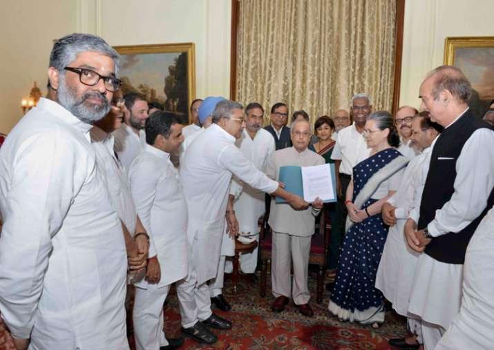 Modi govt spreading fear, Opposition tells President