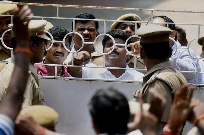 Minister Vijaya Baskar argues with police during I-T raid