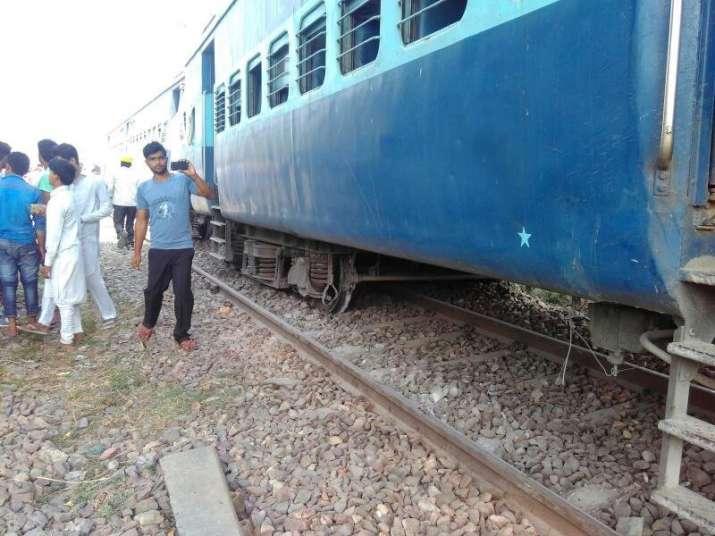 Two injured as Lucknow-bound Rajya Rani Express derails