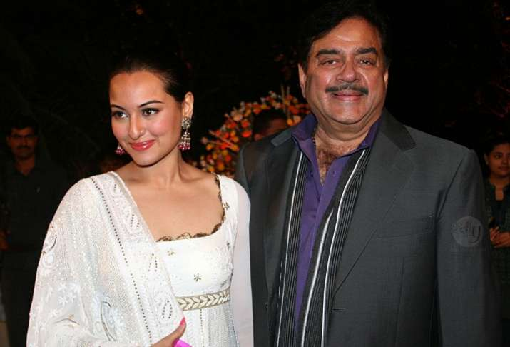 Shatrughan Sinha applauds daughter Sonakshi's performance
