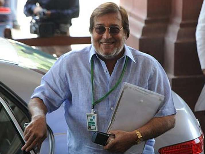 Vinod Khanna no more; politicians, Bollywood condole death