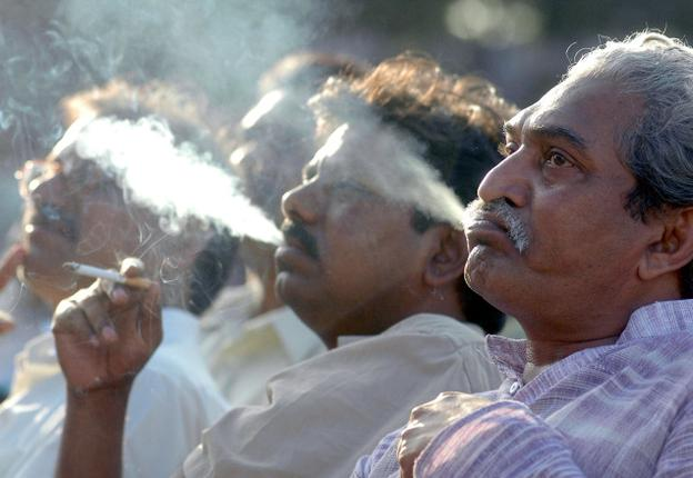 India Tv - every year 900,000 people die in India due to smoking