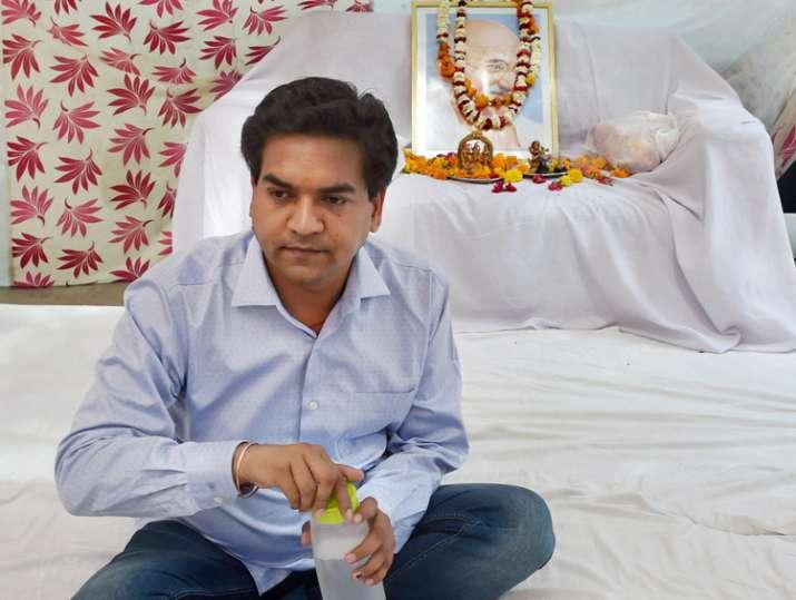 Kapil Mishra on indefinite hunger strike at his residence
