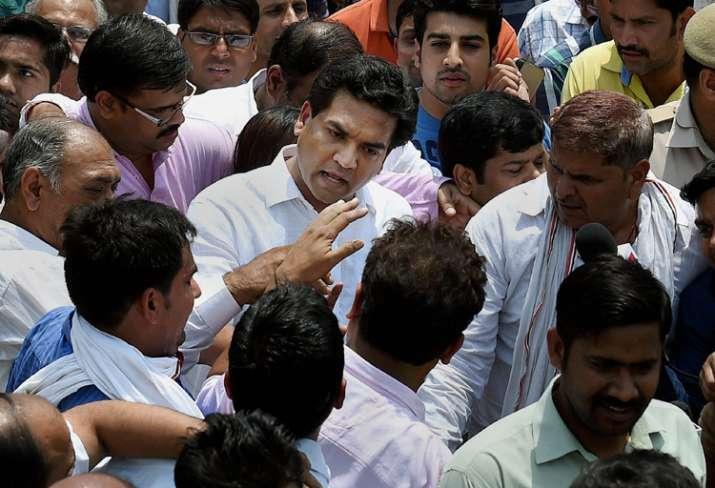 Kapil Mishra levels corruption charges against Kejriwal