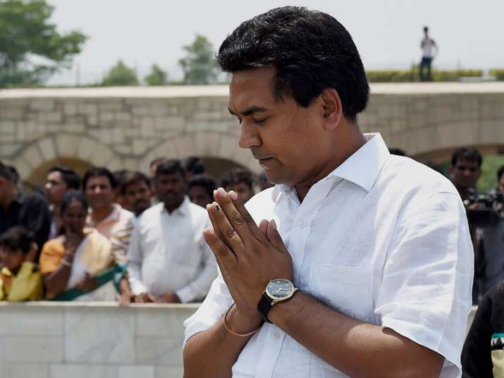 Kapil Mishra pays tribute at Rajghat before addressing