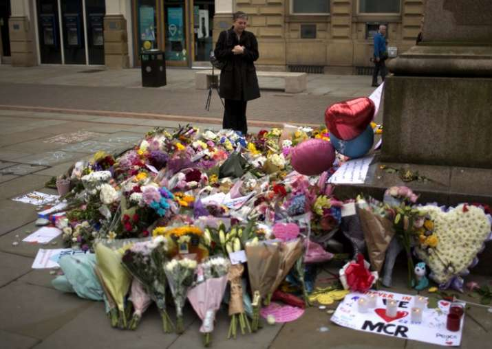 Three more arrests in Manchester; London tourist sites