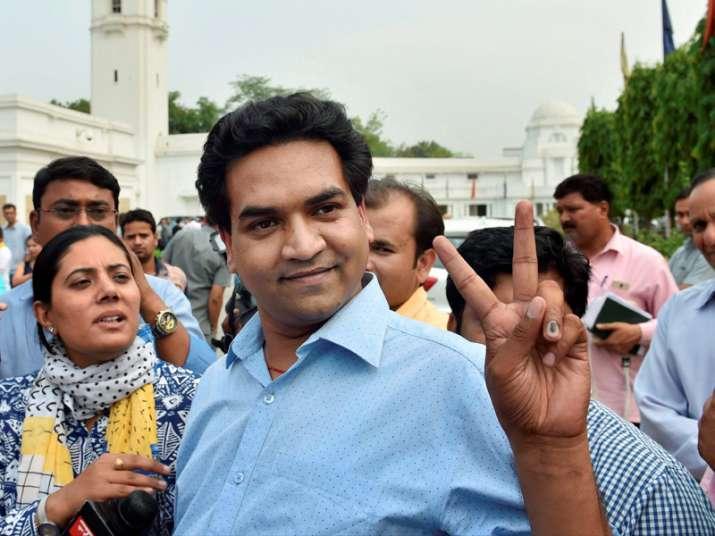 Kapil Mishra outside Delhi Assembly