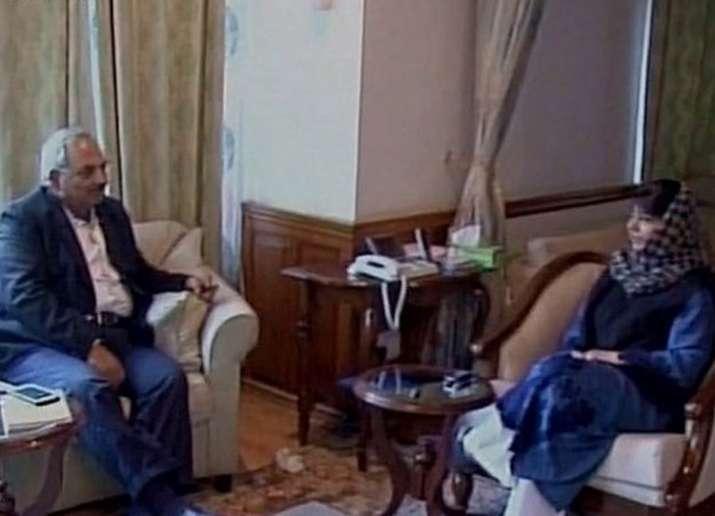 Union Home Secretary holds talks with J&K CM