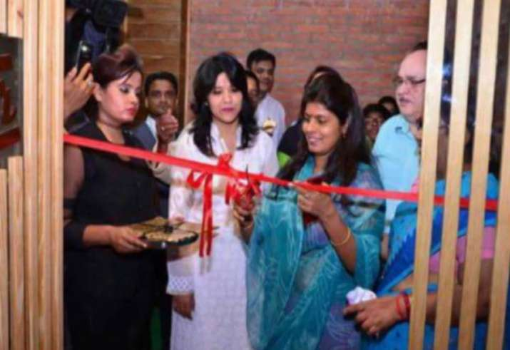 Row over UP minister Swati Singh 'inaugurating' beer bar in