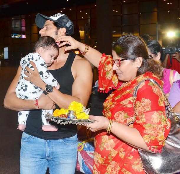 India Tv - Karanvir Bohra grand welcome