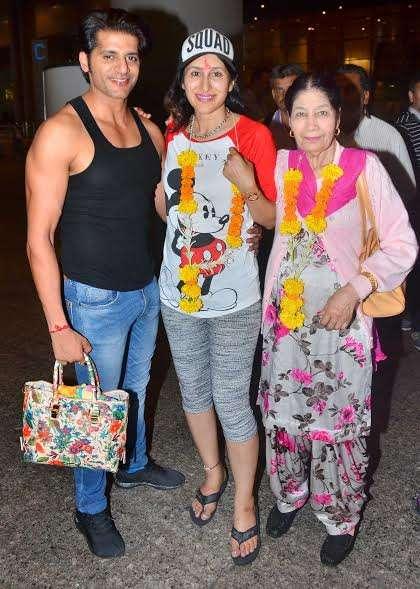 India Tv - Karanvir Bohra at airport