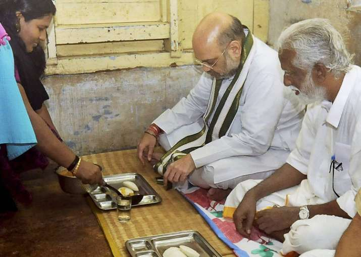 Amit Shah having breakfast at residence of a party worker